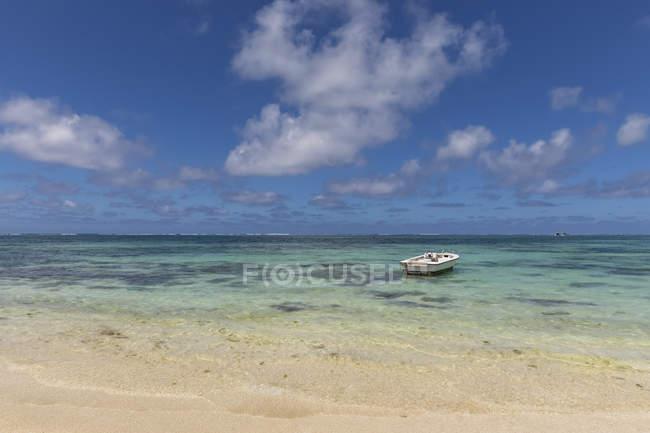 Maurice, Flacq, Côte Est, Océan Indien, Belle Mare, bateau — Photo de stock