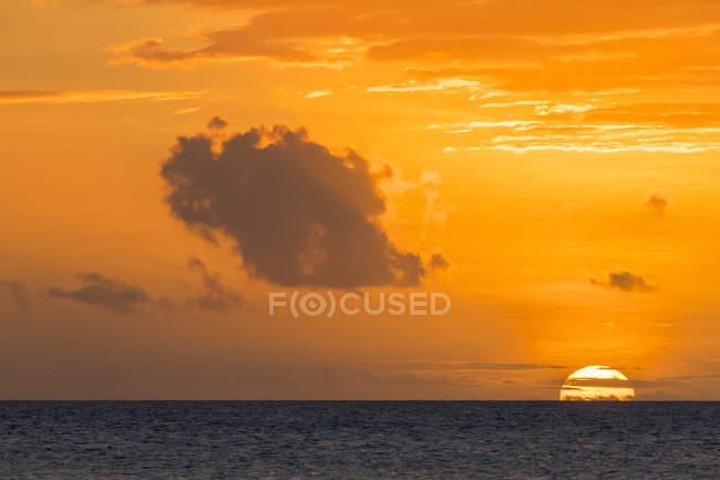 Ile Maurice, Côte Ouest, Océan Indien, plage de Trou aux Biches, coucher de soleil — Photo de stock