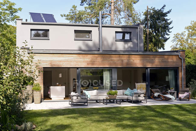 Modern detached house with terrace and garden — Stock Photo