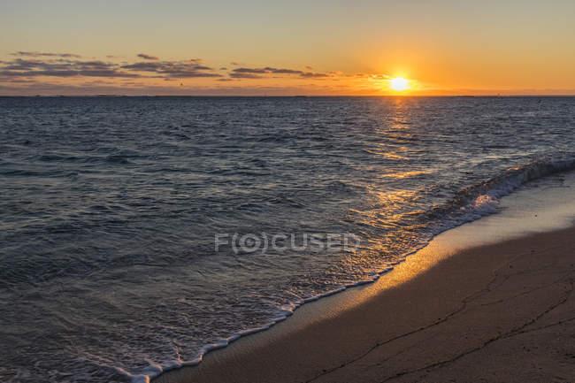 Mauritius, costa sud-occidentale, spiaggia di Le Morne al tramonto — Foto stock