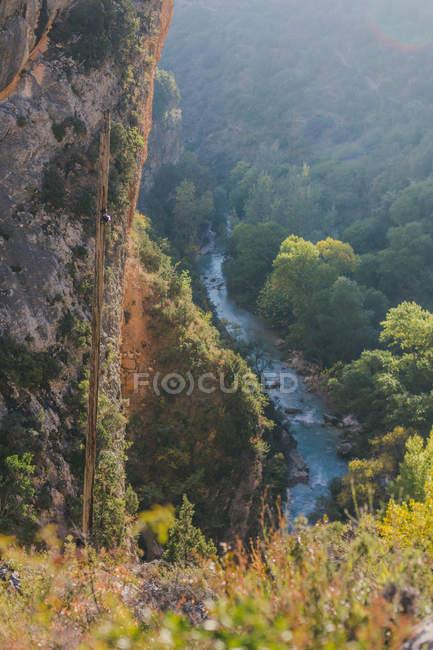 Spagna, Alquezar, paesaggio incontaminato con ripida faccia e fiume — Foto stock