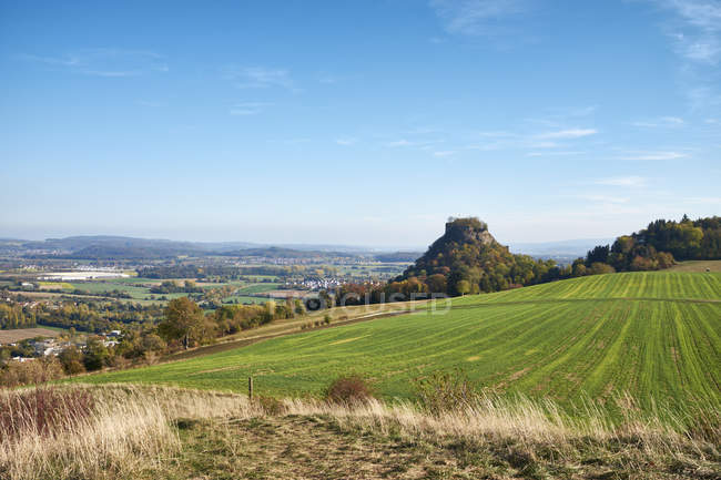Germany, Baden-Wuerttemberg, Constance district, View to Hohenkraehen in Hegau volcanic landscape in autumn — Stockfoto