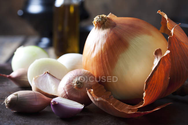 Various sorts of onions — Stock Photo
