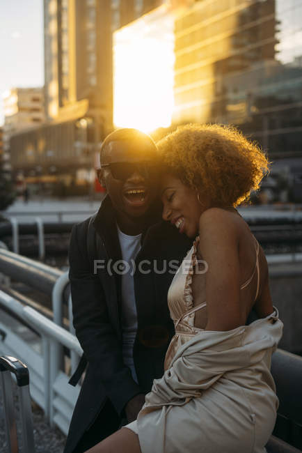 Happy couple in the city at sunset — Stock Photo