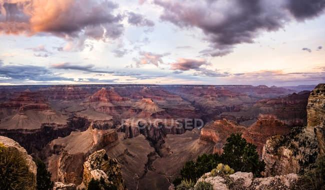 США, Аризона, Национальный парк Гранд-Каньон, Гранд-Каньон вечером — стоковое фото