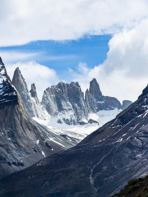 Chile, Patagonia, Torres del Paine National Park, Cerro Paine Grande and  Torres del Paine — Stock Photo