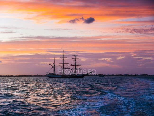 Amérique centrale, Belize, Péninsule du Yucatan, voilier — Photo de stock