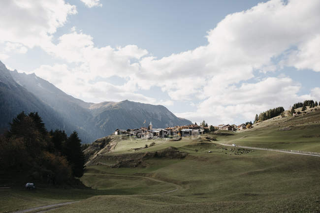 Швейцарія, енільін, гірське селище — стокове фото