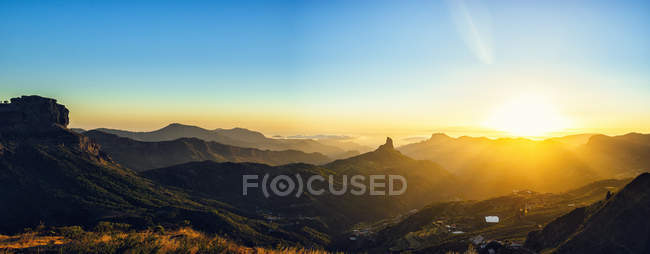 Spain, Canary Islands, Gran Canaria, panoramic view of mountain landscape at sunset — Fotografia de Stock