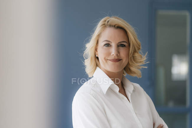 Portrait of confident blond woman wearing white shirt — Stock Photo