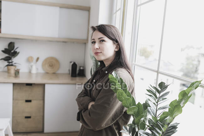Young woman standing in her new home, looking content — Stock Photo