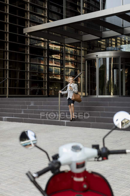 Senior businesswoman leaving office building — Stock Photo