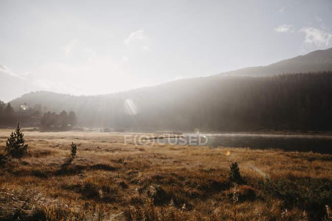 Швейцарія, Ентвіні, ранкове сонце в озері Staz — стокове фото