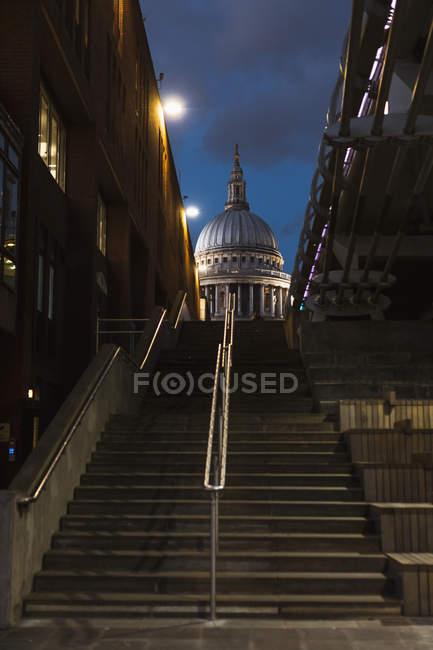 Сполучене Королівство, Англія, Лондон, собор Святого Павла і кроки в Blue Hour — стокове фото