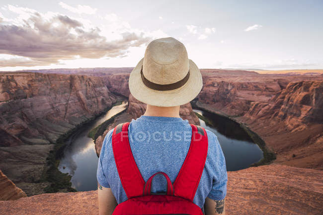 USA, Arizona, Colorado River, Horseshoe Bend, jovem à vista — Fotografia de Stock