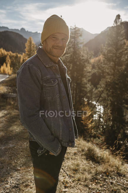 Mature man travelling through Switzerland, standing in nature — Stock Photo