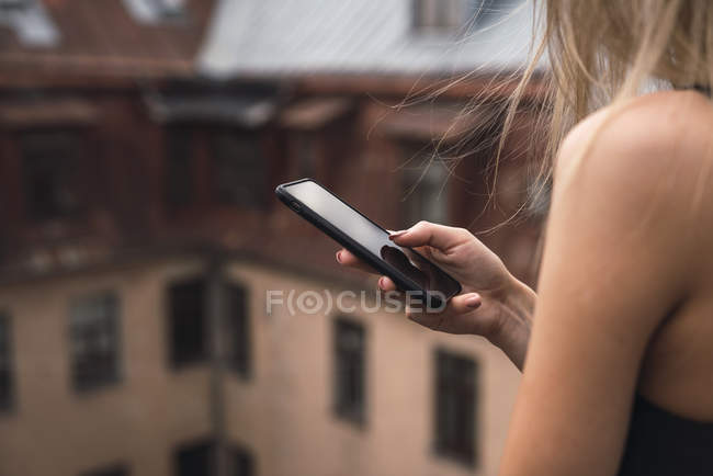 Woman's hand holding smartphone, close-up — Stock Photo
