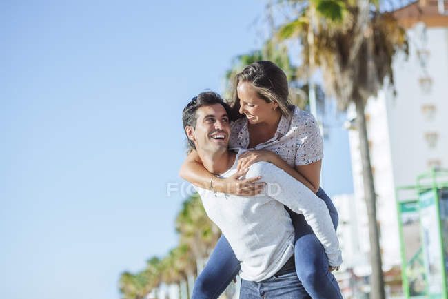 Carefree young couple on promenade — Stock Photo