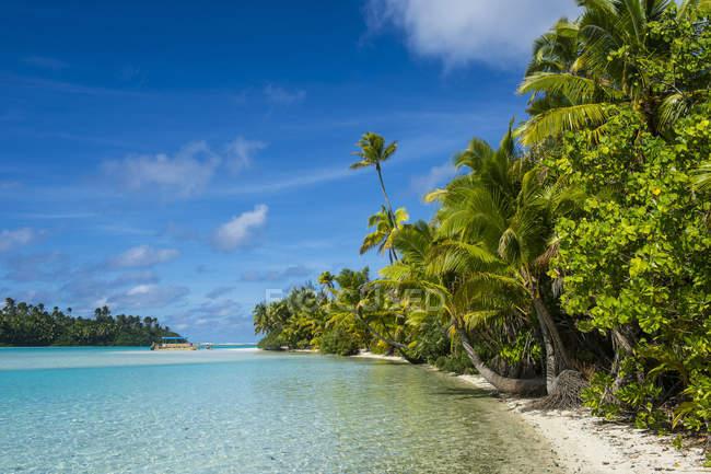 Kochinseln, Rarotonga, Aitutaki-Lagune, weißer Sandstrand und Palmenstrand — Stockfoto