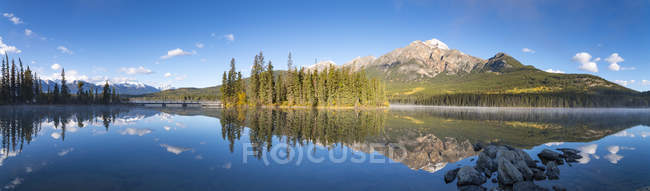Kanada, Alberta, Jasper Nationalpark, Pyramid Mountain, Pyramid Lake — Stockfoto