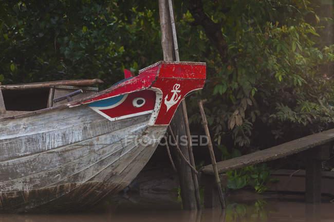 Вьетнам, река Меконг, рыбацкая лодка — стоковое фото