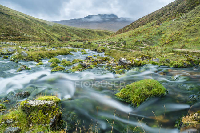 UK, Scotland, Highland, Asynt, Allt nan Uamh valley, stream near Bone Caves — Stock Photo