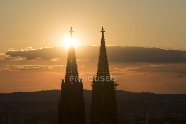 Germany, Cologne, silhouettes of  spires of Cologne Cathedral at sunset — Stock Photo