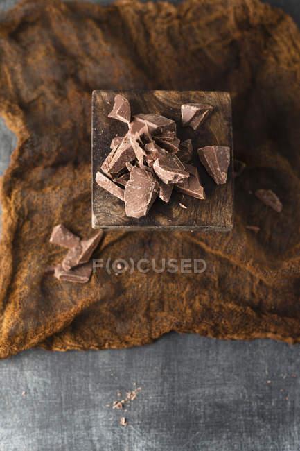 Крупным планом кусочками шоколада — стоковое фото
