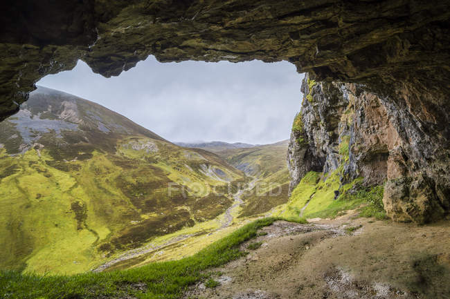 UK, Scotland, Highland, Asynt, Allt nan Uamh valley, Bone Caves — Stock Photo