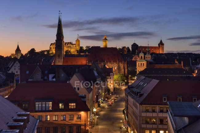 Skyline von Nürnberg bei Sonnenuntergang, Bayern, Mittelfranken, Deutschland — Stockfoto