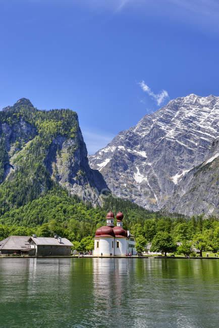 Allemagne, Bavière, Berchtesgadener Land, St. Bartholomew au lac Koenigssee — Photo de stock