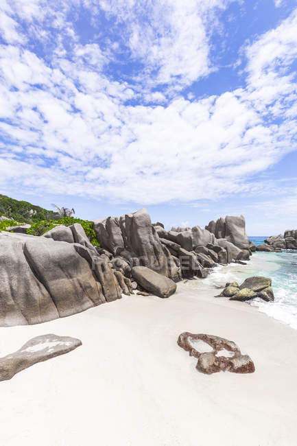 Seychelles, La Digue, Anse Marron con rocce granitiche — Foto stock