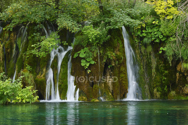 Waterfall in Plitvice Lakes National Park,  UNESCO World Heritage Site, Croatia — Stock Photo