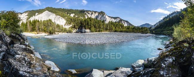 Switzerland, Grisons, Ruinaulta, vista panorâmico da garganta de Rhine — Fotografia de Stock