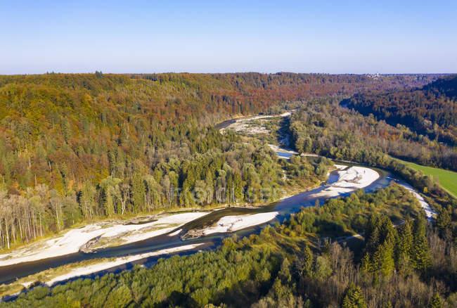 Alemanha, Bavaria superior, Rio de Isar, reserva de natureza Isarauen, entre Strasslach-Dingharting e Schaeftlarn — Fotografia de Stock