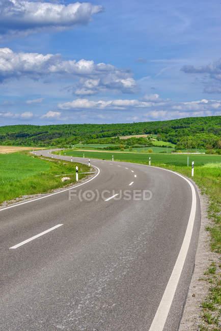 Звивисті дороги в сільській місцевості, Баварія, Німеччина — стокове фото