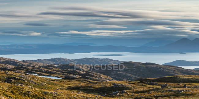 Royaume-Uni, Écosse, Highland, coucher de soleil au Loch Carron — Photo de stock