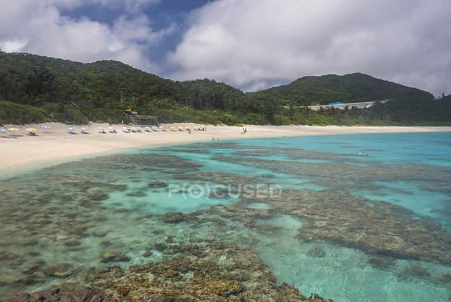 Japón, Islas Okinawa, Islas Kerama, Isla Zamami, Mar de China Oriental, Playa Furuzamami - foto de stock