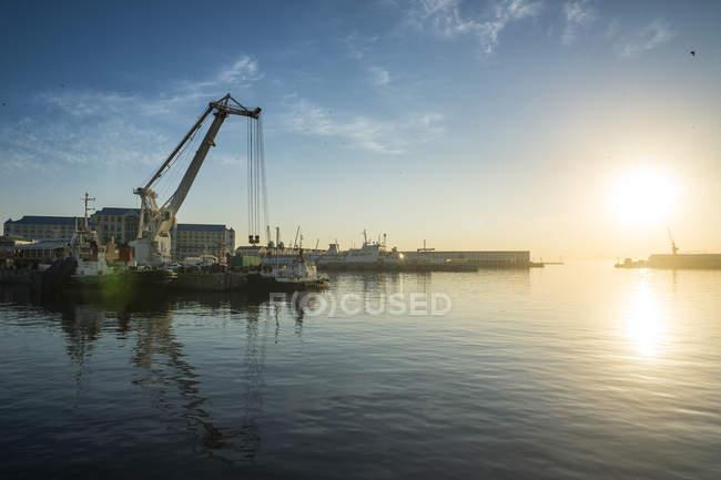 Südafrika, Kapstadt, Sonnenaufgang über der Viktoria & Alfred Waterfront — Stockfoto