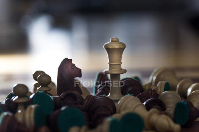 Primo piano di pezzi di scacchi — Foto stock