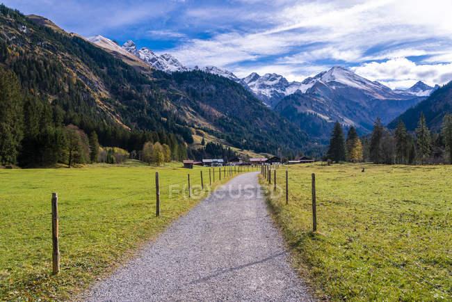 Німеччина, Баварія, Oberallgaeu, Алгайські Альпи, мерсіча долина, пішохідний маршрут — стокове фото