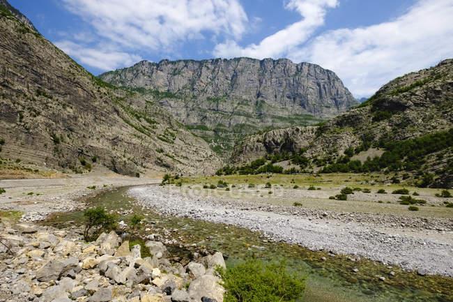 Albânia, Alpes albaneses, Condado de Shkoder, Rio cem — Fotografia de Stock