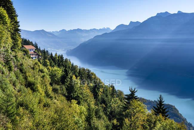 Schweiz, Kanton Bern, Berner Alpen, Interlaken, Blick auf den Brienzersee, Blick vom Harder Kulm — Stockfoto