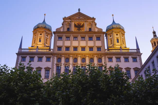 Deutschland, Bayern, Augsburg, Rathaus, Ostfassade am Abend — Stockfoto