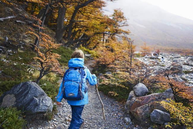 Argentina, Patagonia, El Chalten, boy on a hiking tour — Stock Photo