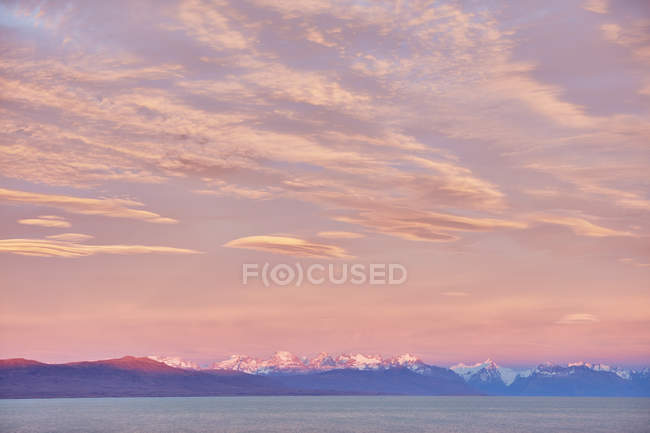 Argentine, Patagonie, El Chalten, panorama de Fitz Roy et Cerro Torre en lumière du soir — Photo de stock