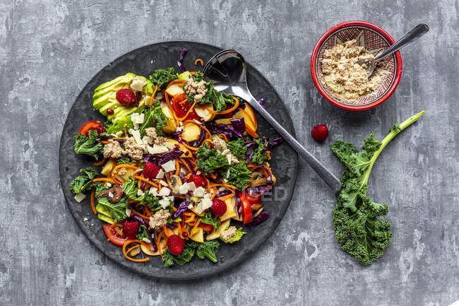 Kale avocado salad with red cabbage, tomato, fried mushroom, carrot, apple and raspberry — Stock Photo