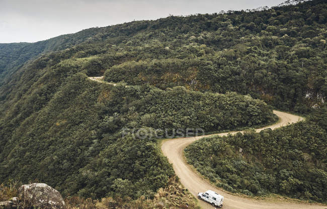 Бразилія, Апаредос-да-Серра, Караван на гравійній дорозі — стокове фото