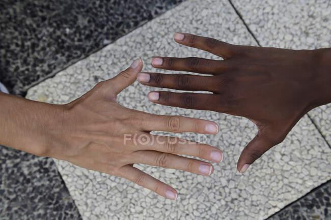 Mãos de duas mulheres — Fotografia de Stock