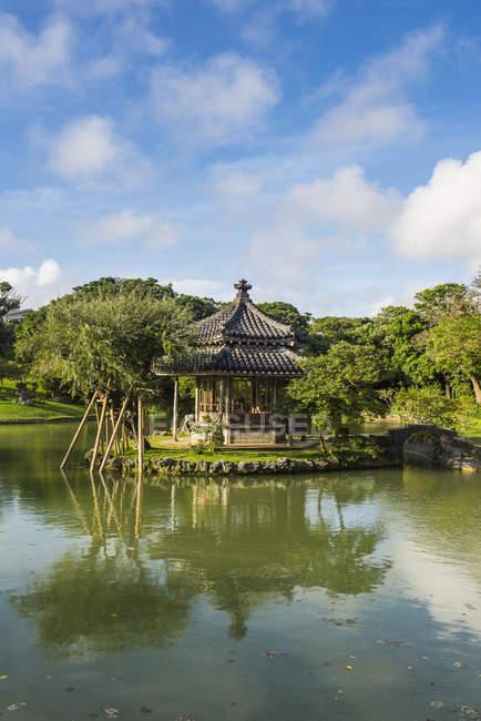 Япония, Окинава, Сад Сикина-эн — стоковое фото